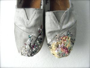 appliqued shoes by momish