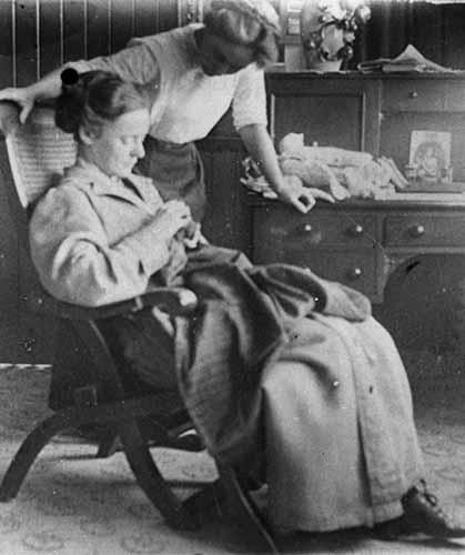 woman_mending_clothes