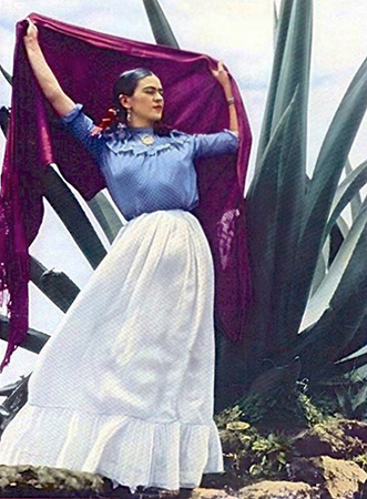Frida And Her Rebozos The Photogenic Lifestyle Of